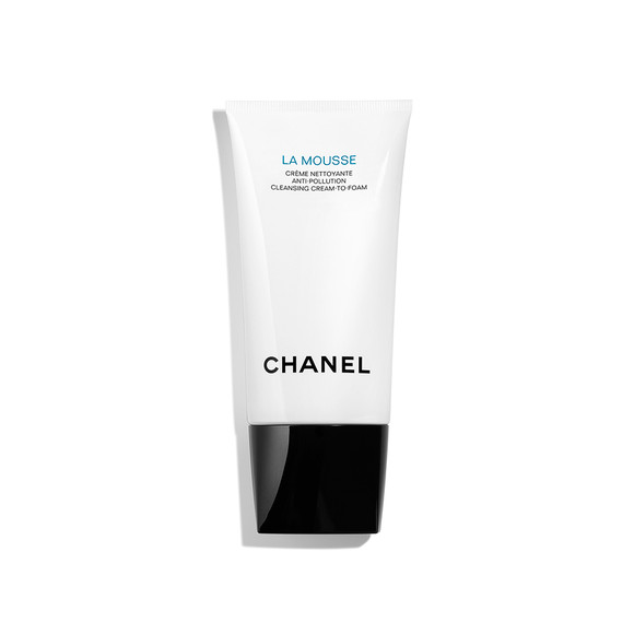 Chanel La Mousse Anti-Pollution Cleansing Cream-to-Foam krema za čišćenje lica koja se pretvara u pjenu u dodiru s kožom, 265 kn, mueller.hr
