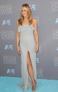 Jennifer Aniston u Saint Laurent haljini
